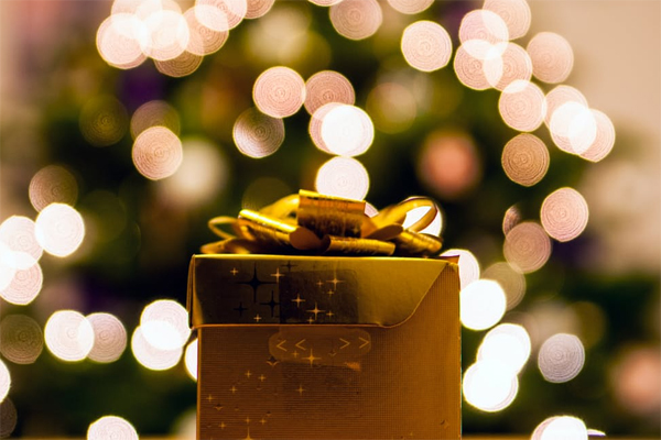 Fighting the Commercialization of Christmas | Houston Moms Blog