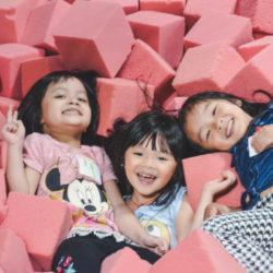 jumping_world_little_girls_foam_pit