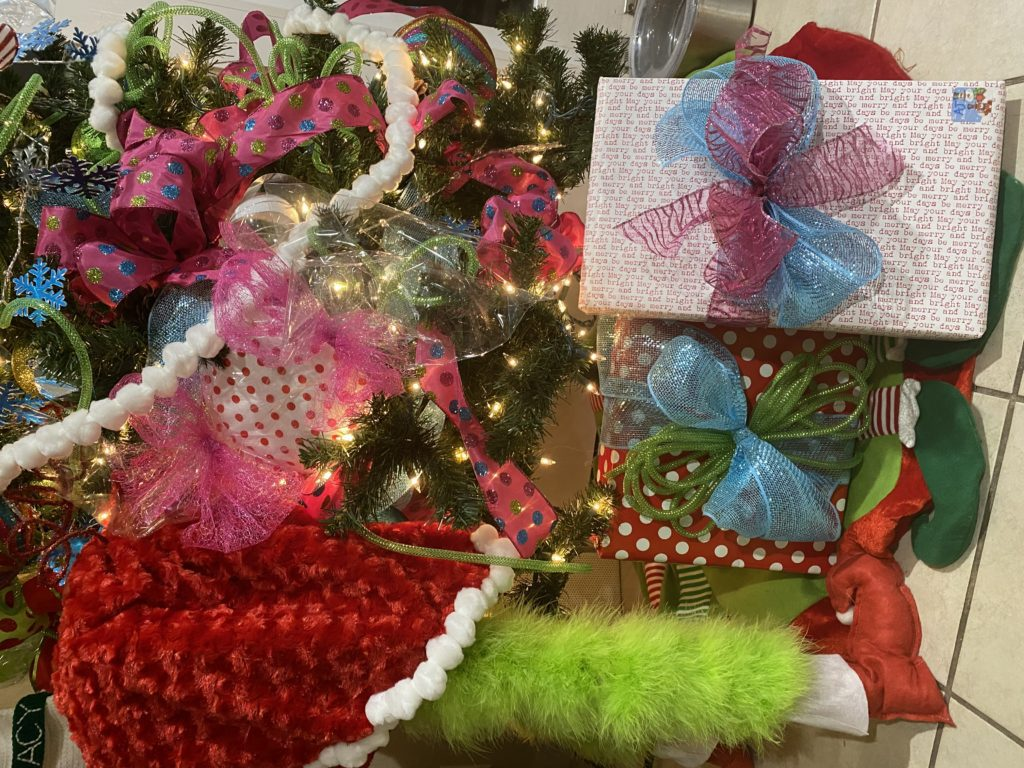 The Holy Trinity of Gift Wrapping:: Secrets from an Overachiever