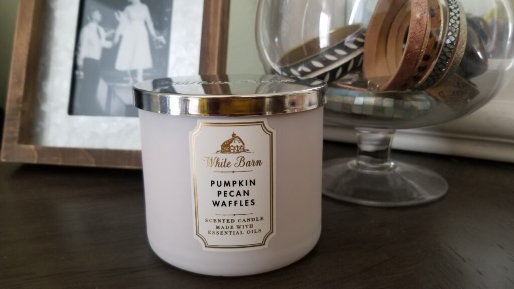 White Barn candle Pumpkin Pecan Waffle scent